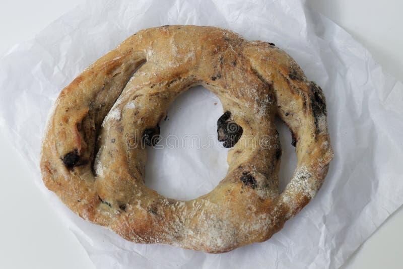 Fougasse franskbröd, på vit bakgrund arkivfoton