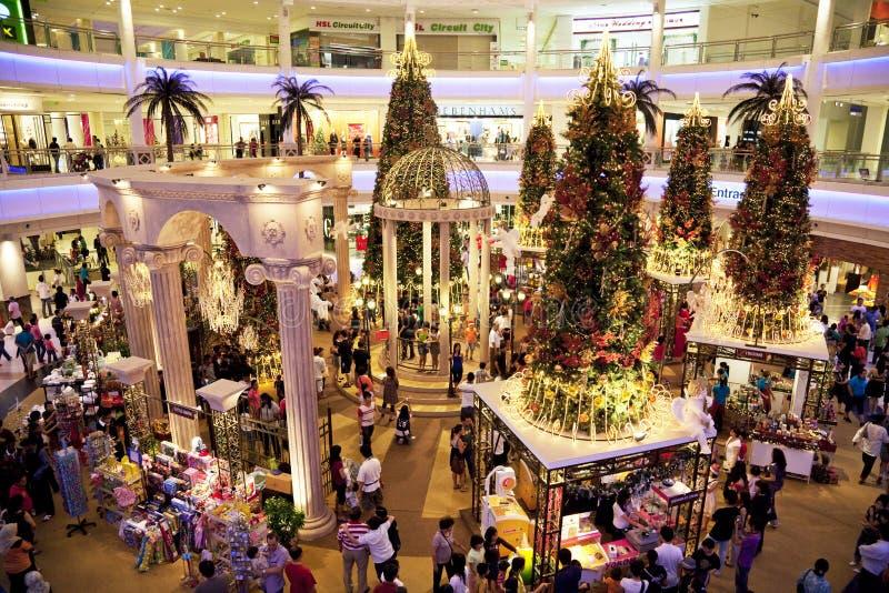 Foule d'achats de Noël image stock