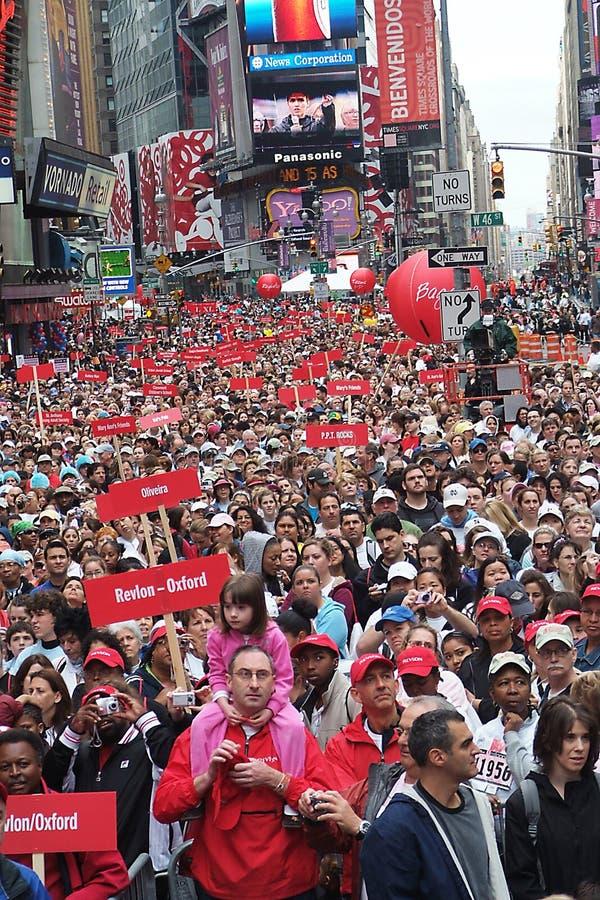 Foule dans le Times Square photographie stock libre de droits