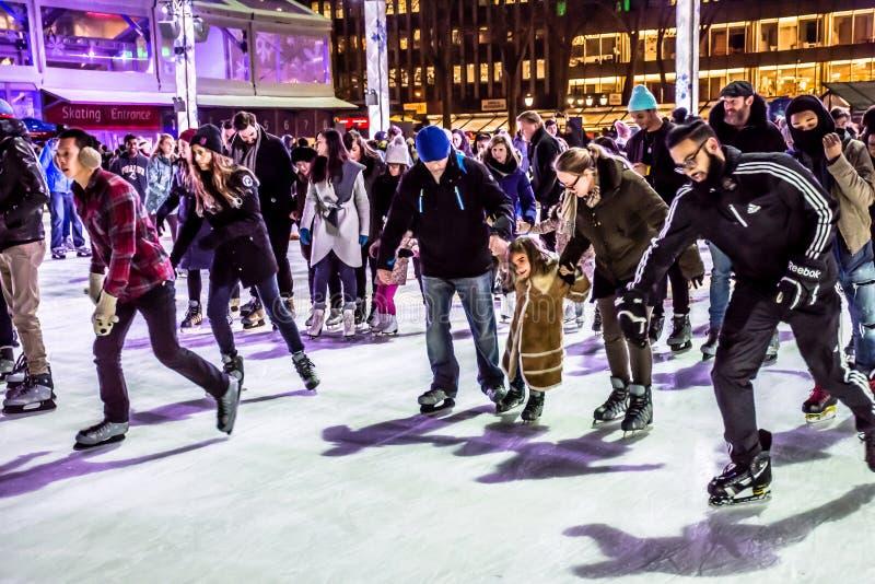 Foule de patinage Bryant Park photo libre de droits