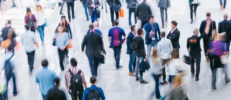 Foule des gens d'affaires Blurred à une foire commerciale photo stock