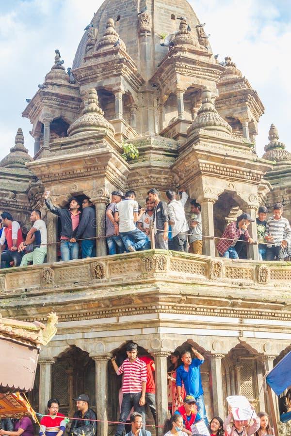 Foule des personnes indoues chez Krishna Temple, place de Patan Durbar, KAT photo libre de droits