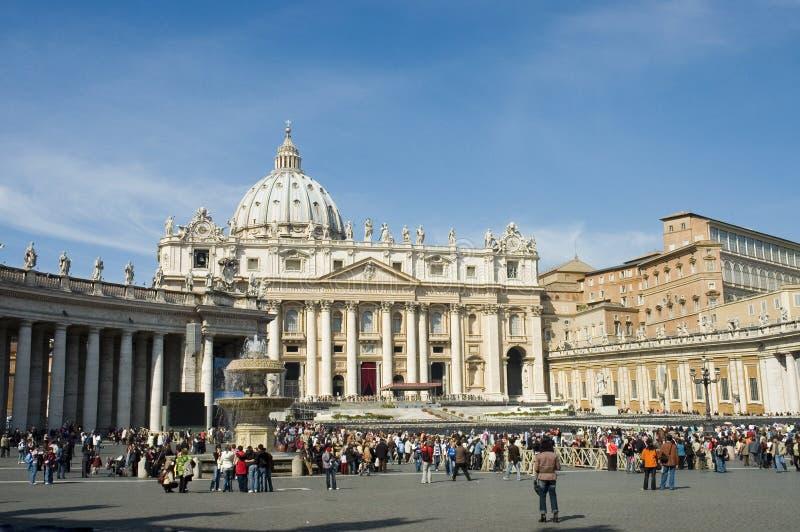 Foule devant Vatican photographie stock libre de droits