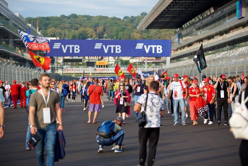 Foules de la formule 1 de fans sur la ligne de départ photo stock