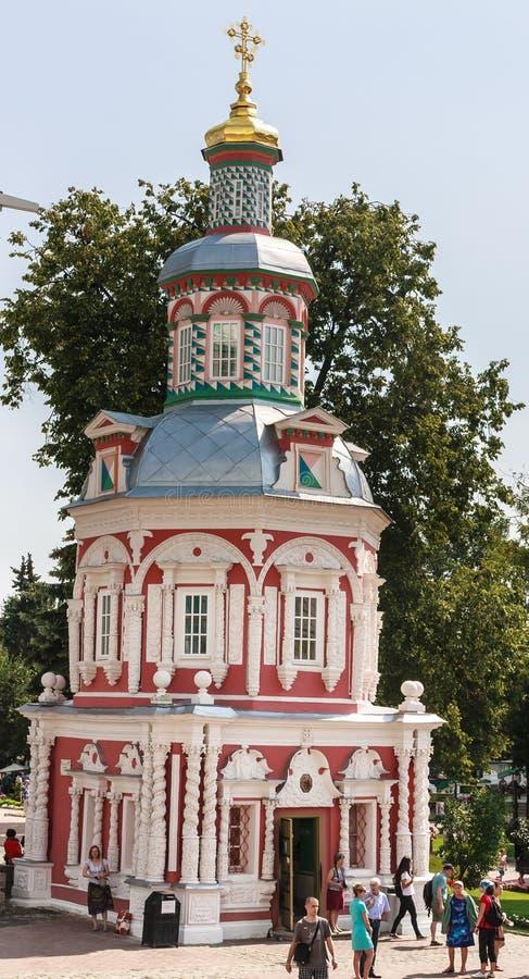 Fount предположения часовня St Sergius Lavra святой троицы троица st sergius sergiev России posad скита стоковая фотография