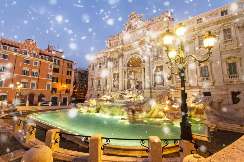 Fountain di Trevi in Rom, Italien stockbilder