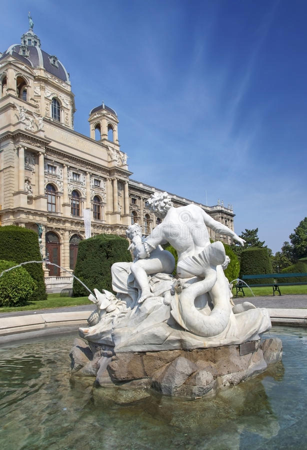 Download Fountain In Front Of Natural History Museum Stock Photo - Image: 26492546
