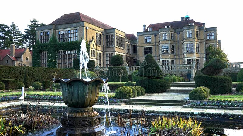 Fountain In Gardens Free Public Domain Cc0 Image