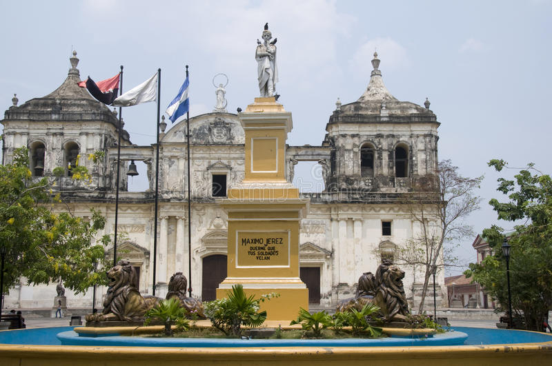 Fountain  Leon Cathedral Central Park Nicaragua Royalty Free Stock Photography