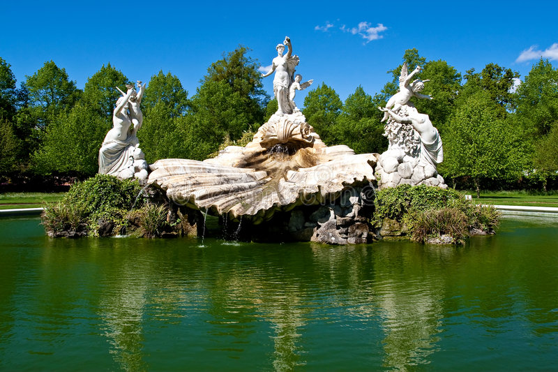 Download Fountain Of Love In Cliveden Garden Royalty Free Stock Image - Image: 9149156