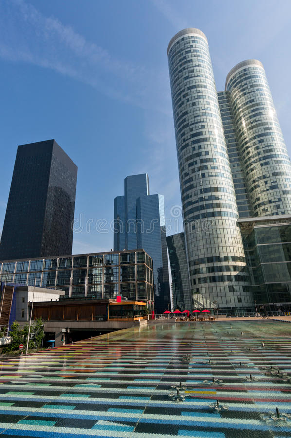 Download Fountain And Towers Of Defense In Paris Stock Photo - Image: 34299770