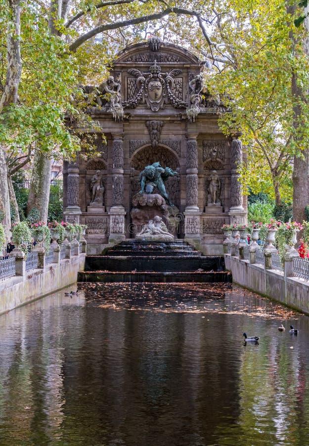 Fountaine de Medicis, Jardin du Λουξεμβούργο, Παρίσι στοκ εικόνα με δικαίωμα ελεύθερης χρήσης