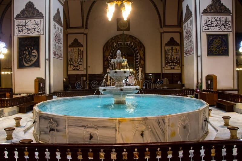 Fountatin binnen van Grote moskee stock fotografie