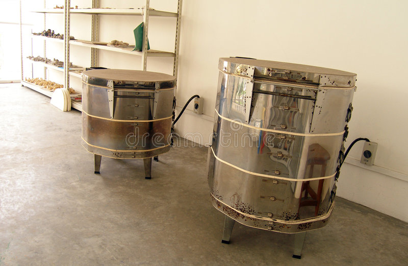 Four à allumage de poterie à échelle réduite utilisé à l'école image libre de droits