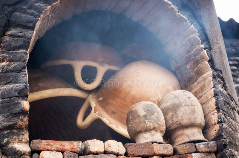 Four à poterie dans l'atelier de poterie, Puebla, Mexique photo stock