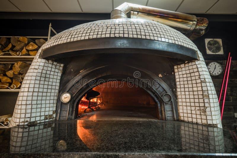 Four woodfired traditionnel de pizza photo libre de droits