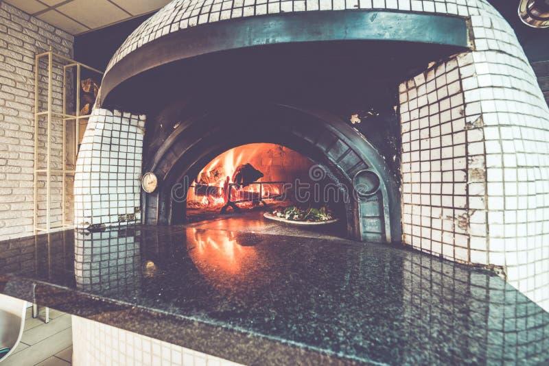 Four woodfired traditionnel de pizza photos libres de droits