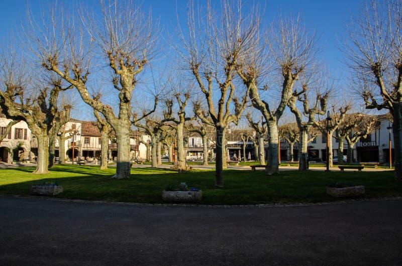 Fourcès is een originele ronde Bastide in het Ministerie van Gers, Frankrijk royalty-vrije stock afbeelding