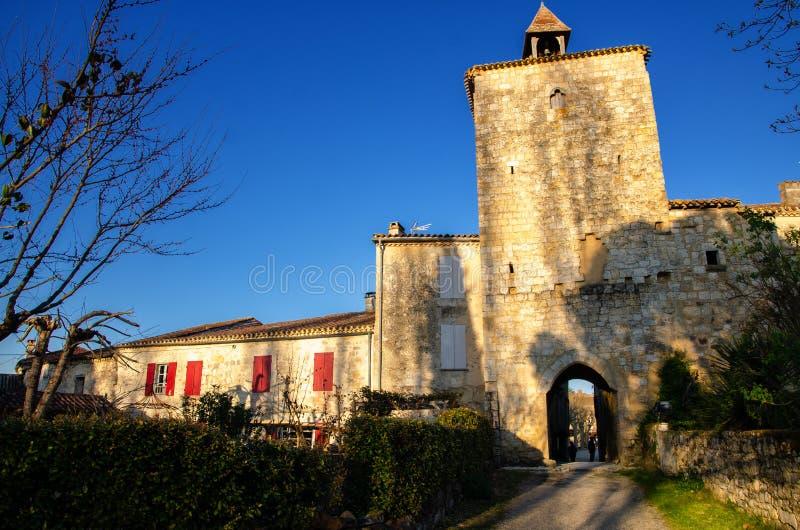 Fourcès is een originele ronde Bastide in het Ministerie van Gers, Frankrijk royalty-vrije stock foto's