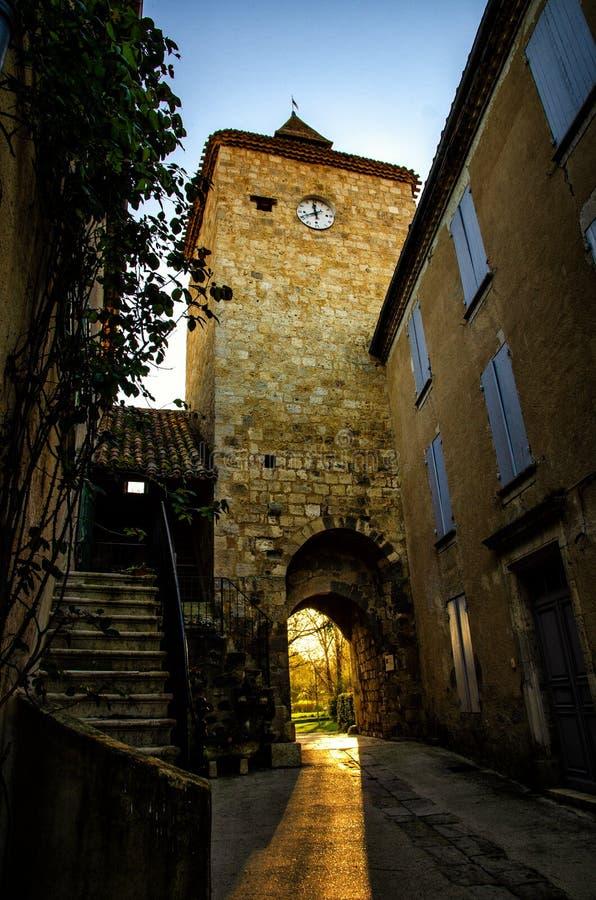 Fourcès is een originele ronde Bastide in het Ministerie van Gers, Frankrijk royalty-vrije stock afbeeldingen