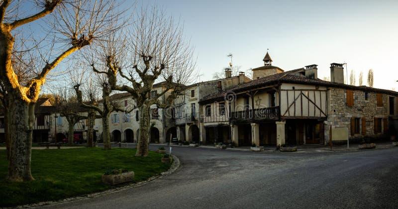 Fources is een originele ronde Bastide in het Ministerie van Gers, Frankrijk stock afbeelding