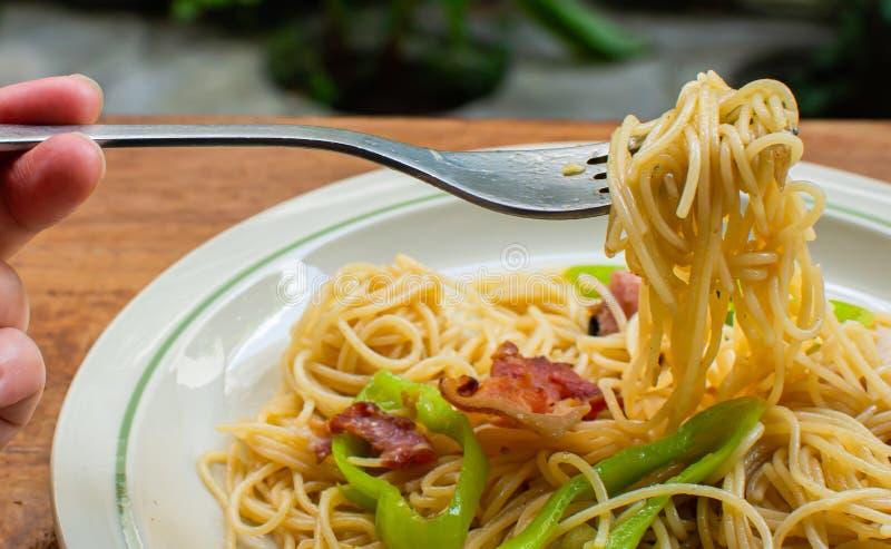 Fourchette avec des spaghetti là-dessus photographie stock libre de droits