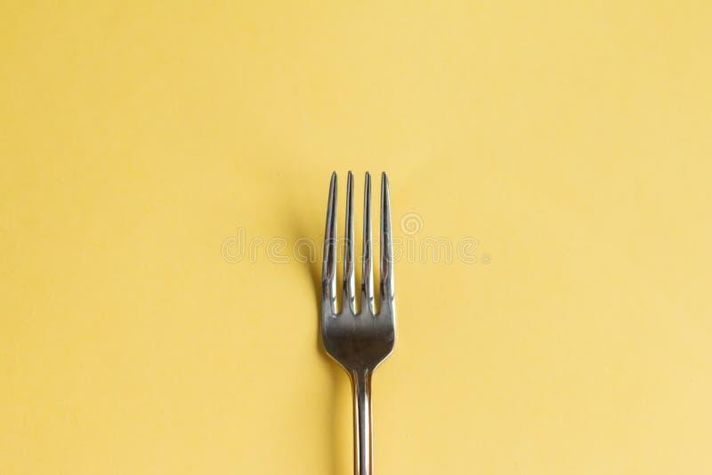 Fourchette d'isolement sur le jaune photo stock