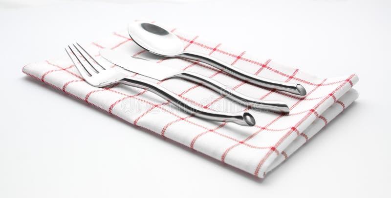 Fourchette de couteau d'argenterie et serviette de cuillère photographie stock libre de droits