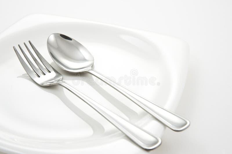 Fourchette et cuillère de la plaque blanche photo libre de droits
