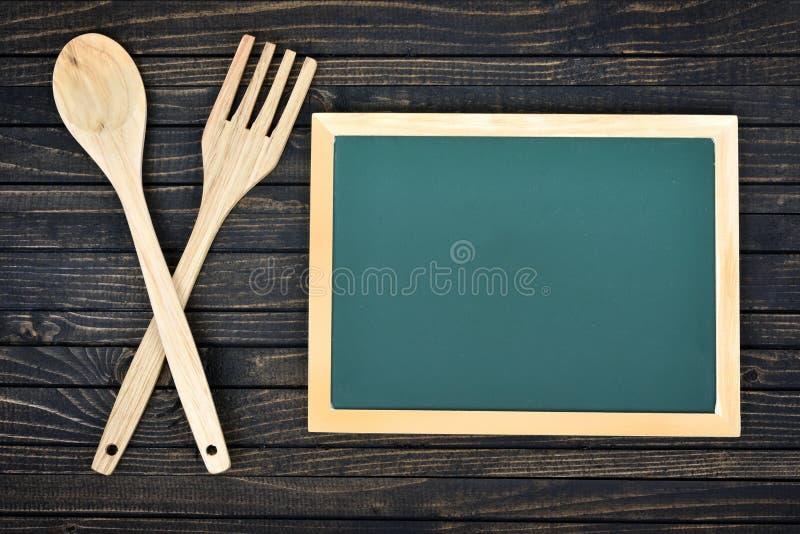 Download Fourchette Et Cuillère Sur La Table Image stock - Image du éducation, leçon: 76079869