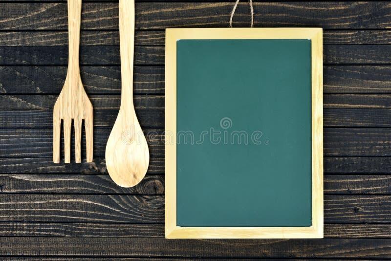 Download Fourchette Et Cuillère Sur La Table Image stock - Image du apprenez, tableau: 76080061