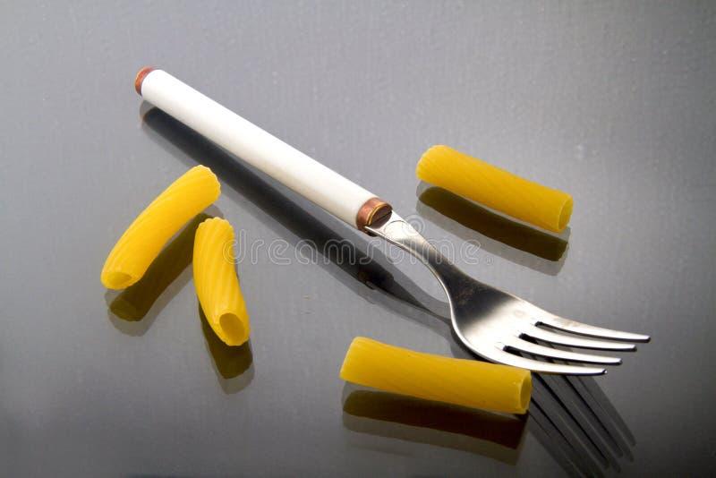 Fourchette et pâtes image stock
