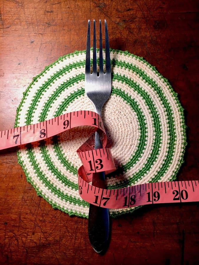 Fourchette et ruban métrique image stock