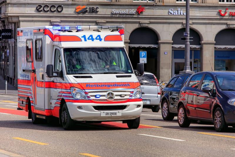 Fourgon de secours à Zurich, Suisse photo stock