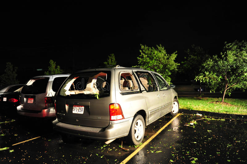 Fourgon endommagé par tempête photographie stock libre de droits