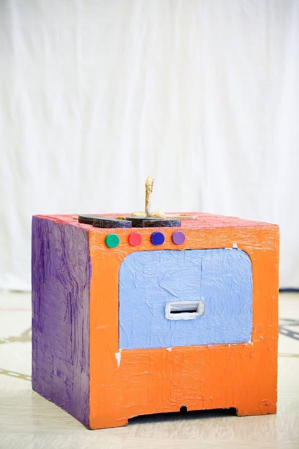 Fourneau de cuisine de bricolage, fait à partir du matériel réutilisé photos stock