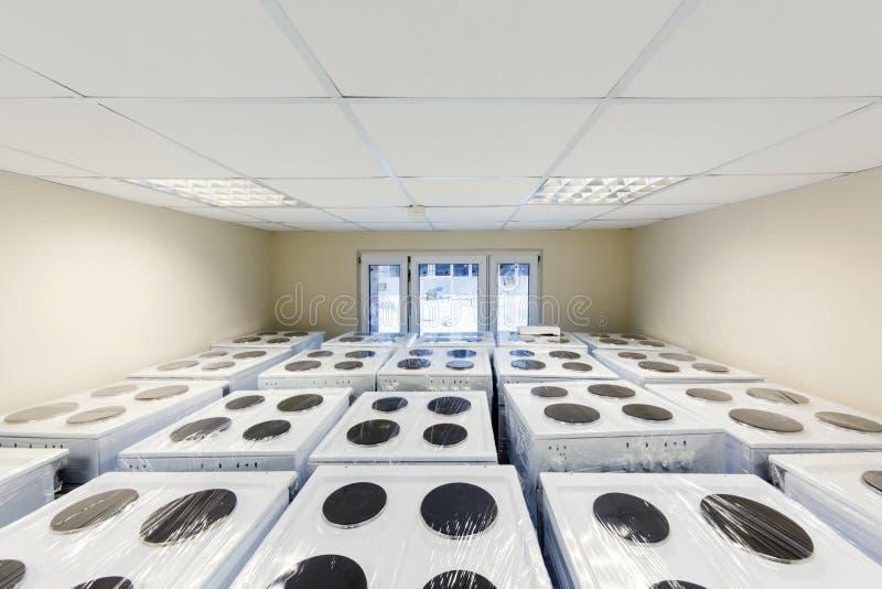 Fourneaux électriques d'entrepôt images libres de droits