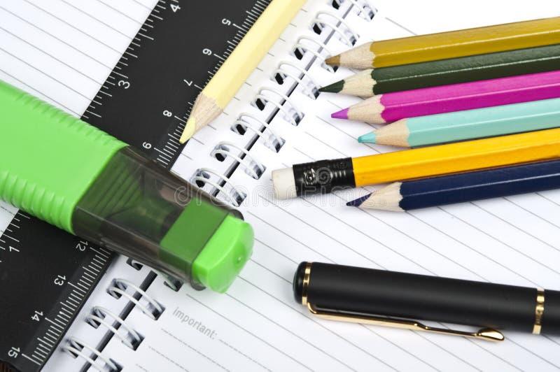 Fournitures de bureau photo stock image du papier outil for Fourniture bureau papier