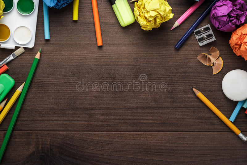 Fournitures scolaires avec l'espace de copie sur la table photo libre de droits