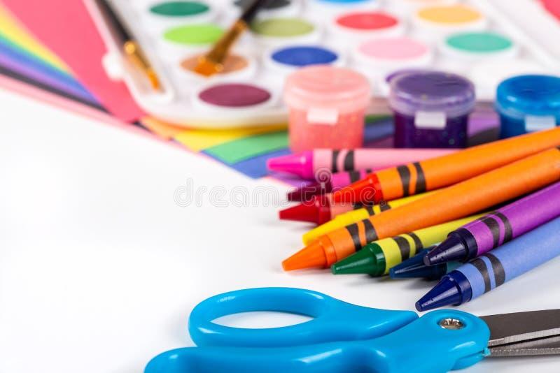 Fournitures scolaires de coloration et de peinture images stock