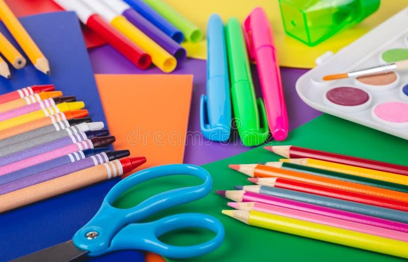 Fournitures scolaires de dessin et de coloration photos libres de droits