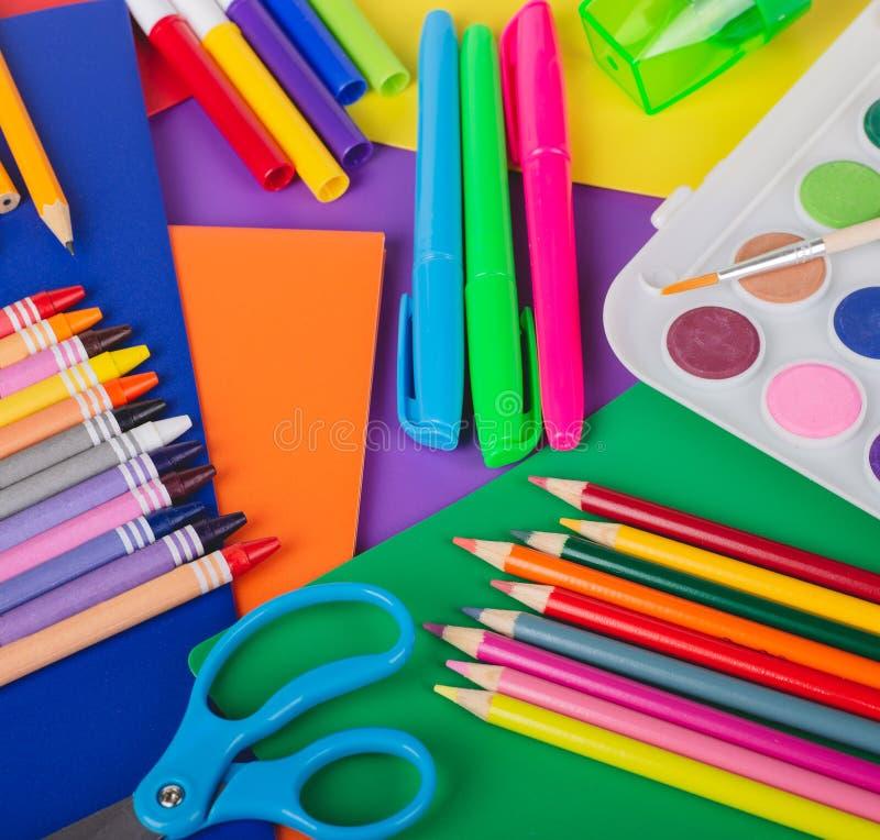 Fournitures scolaires de dessin et de coloration image libre de droits