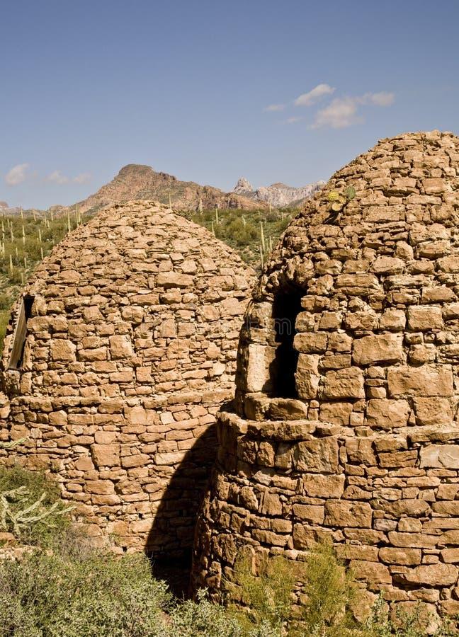 Fours industriels abandonnés dans le désert de l'Arizona image stock
