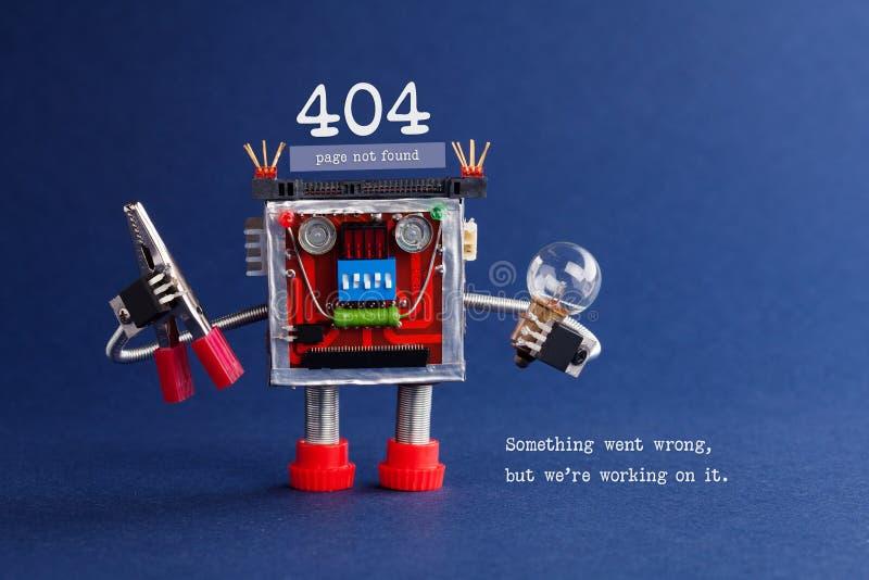 404 foutengevonden niet Web-pagina Futuristisch robotachtig stuk speelgoed mechanisme, gloeilamp en buigtang in handen Achtergron royalty-vrije stock afbeeldingen