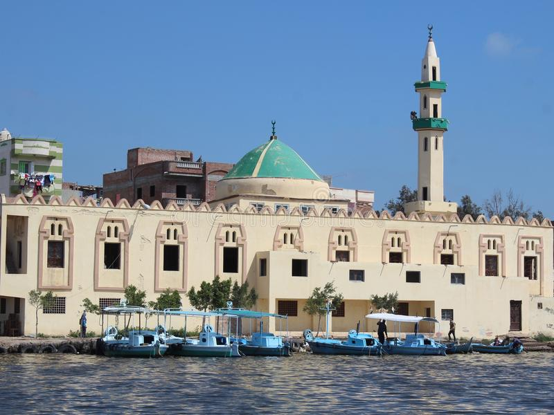 Fowa moské på kanten arkivbild