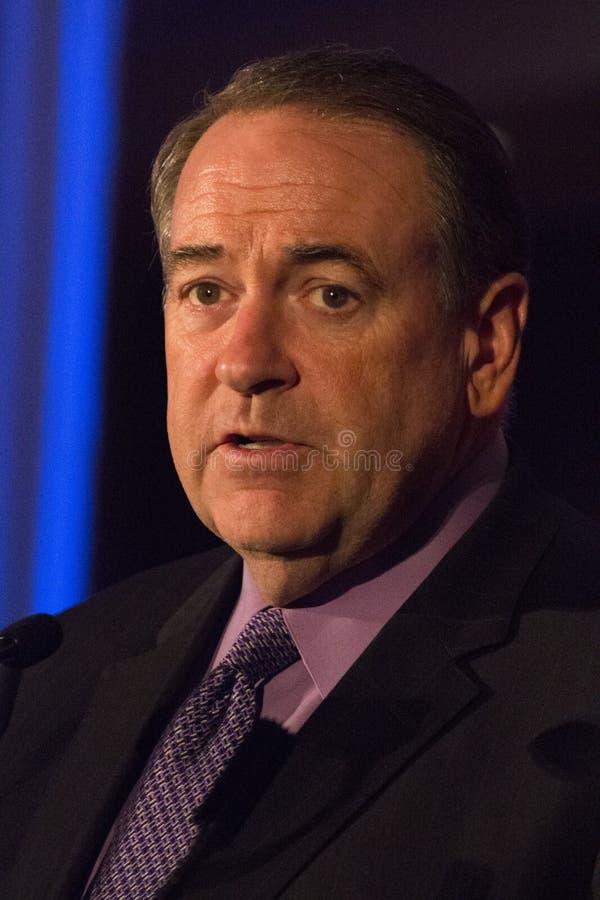 Fox News-Persönlichkeits-Gouverneur Mike Huckabee stockfotos