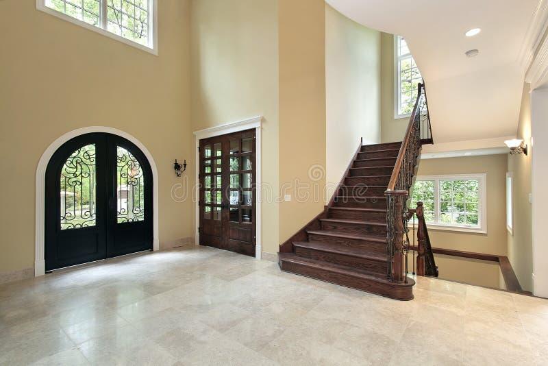 Foyer dans la maison de construction neuve image stock