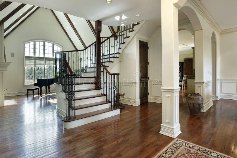 Foyer dans la maison de luxe image stock