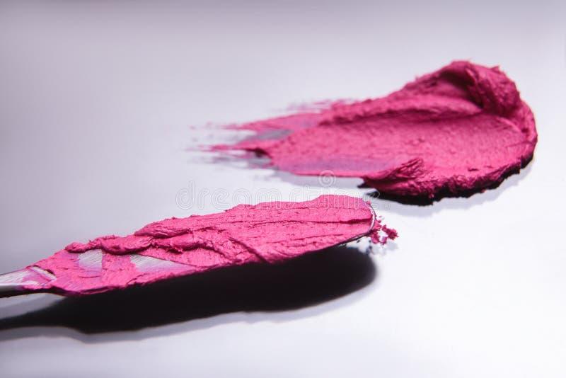 Foyer sélectif d'outil cosmétique rose de course de rouge à lèvres photos libres de droits