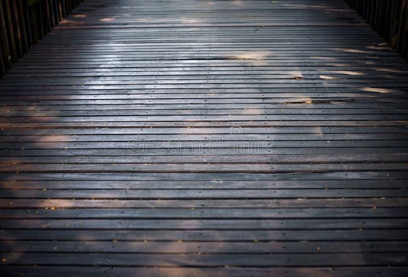 Foyer sélectif le vieux plancher en bois dur du pont avec le fond sale de texture photographie stock